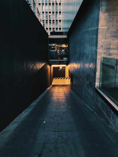 Foto stok gratis Arsitektur, bangunan, bawah tanah, cahaya