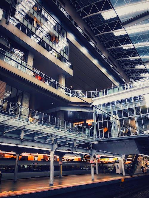 Foto profissional grátis de aeroporto, andares, arquitetura, artigos de vidro