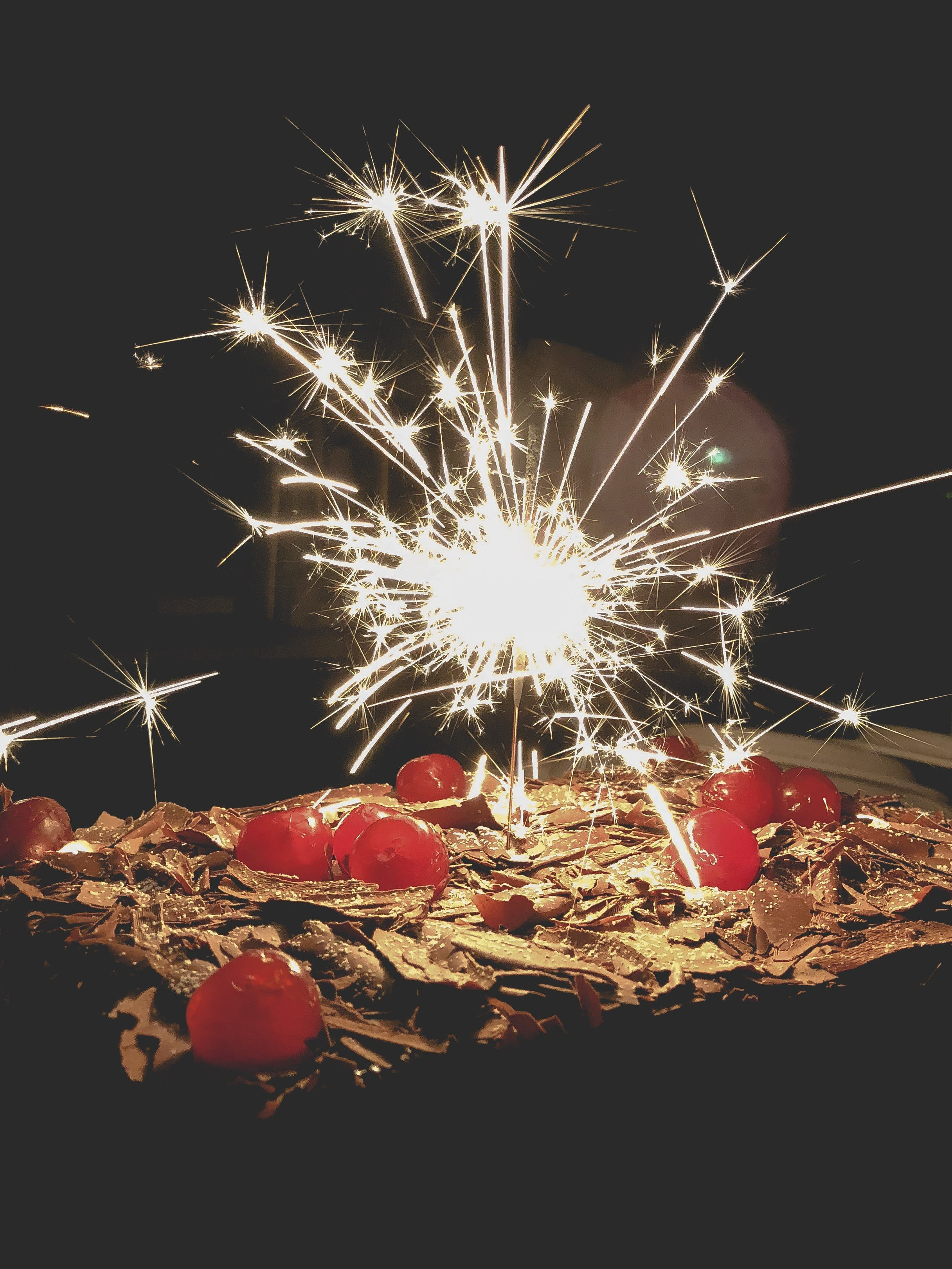 Free stock photo of Bolo, bolo de aniversário, cereja, cereja doce