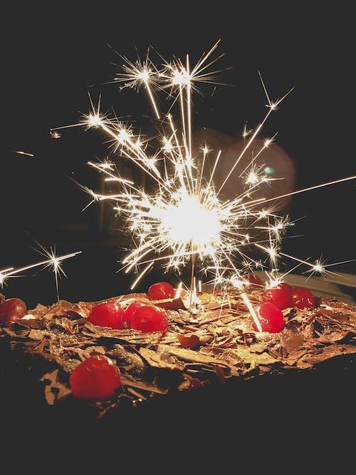Kostnadsfri bild av bolo, bolo de aniversário, cereja, cereja doce
