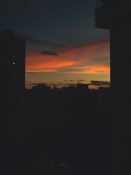 Photos gratuites de ciel nuageux, coucher de soleil, couleur orange, heure dorée