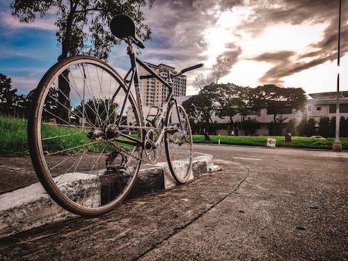 Foto stok gratis bersantai, fotografi jalanan, gigi tetap, matahari terbenam