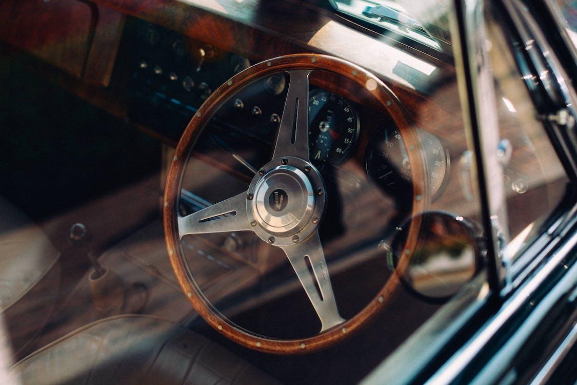 deska rozdzielcza, kierownica, klasyczny