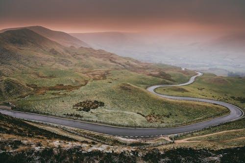 Kostenloses Stock Foto zu berg, landschaft, landschaftlich, nebel