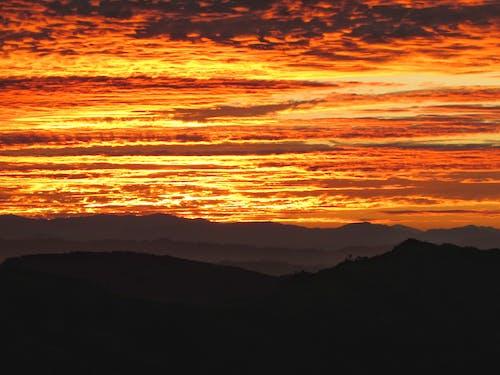 Imagine de stoc gratuită din arderea cerului, cer portocaliu, cerul de aur, linia de munte