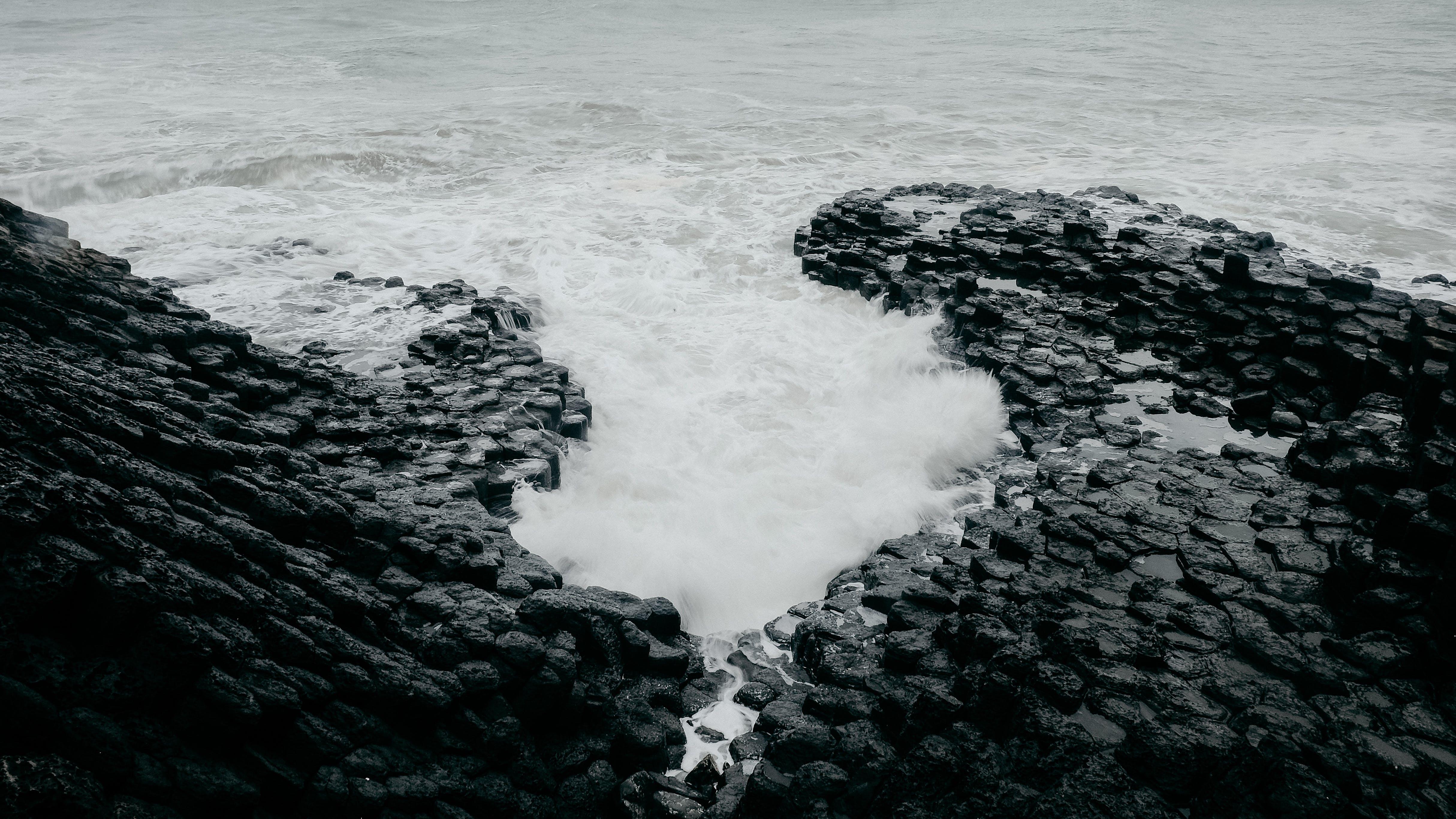 Kostnadsfri bild av hav, havsområde, havsstrand, stenar