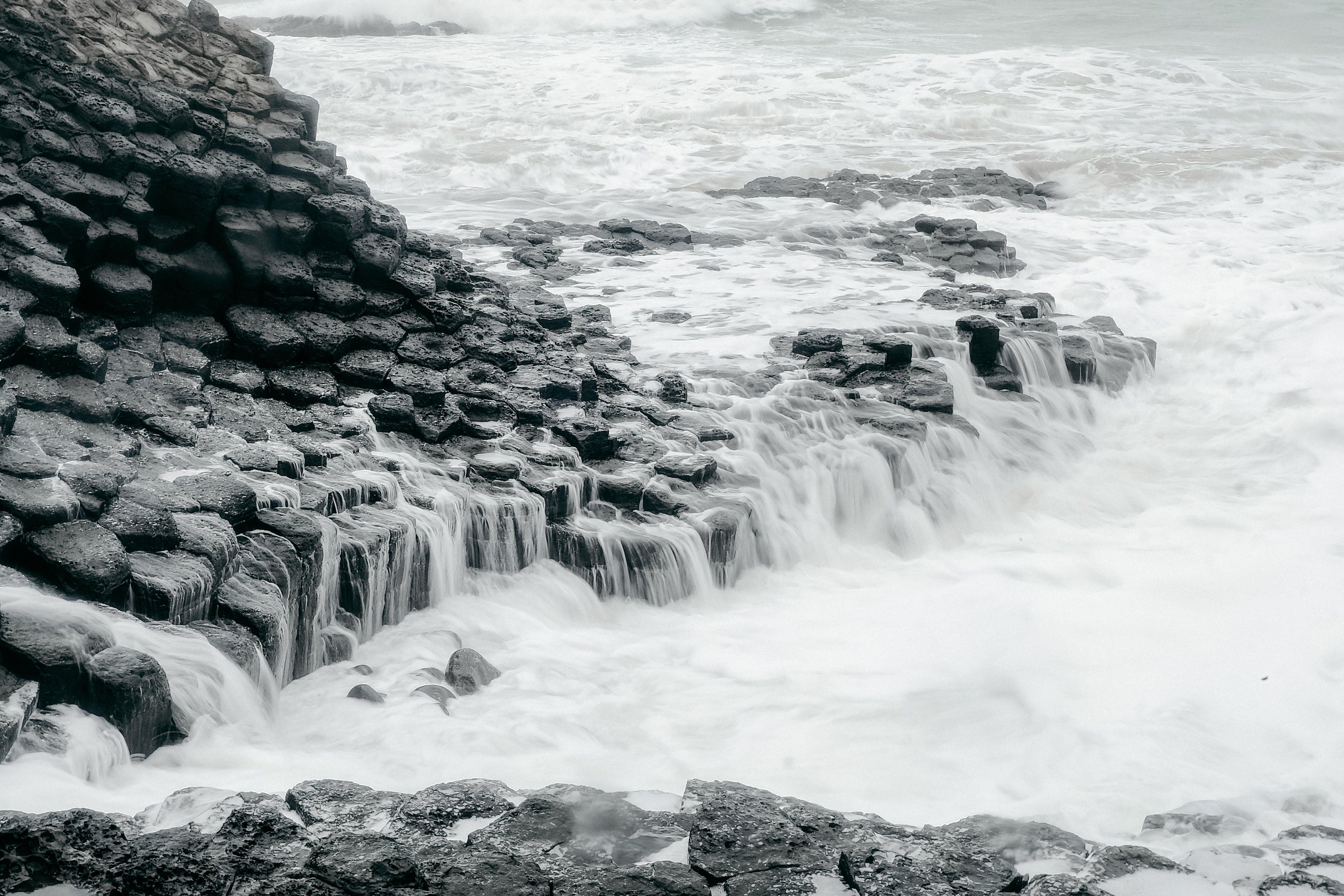 경치, 물을 튀기다, 바다 경치, 바위의 무료 스톡 사진