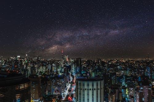 Immagine gratuita di architettura, centro città, cielo, cielo stellato