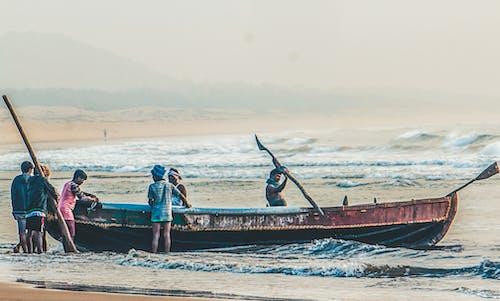 Ilmainen kuvapankkikuva tunnisteilla #ulkoiluhaaste, hiekkaranta, kalastaja, kalastajat