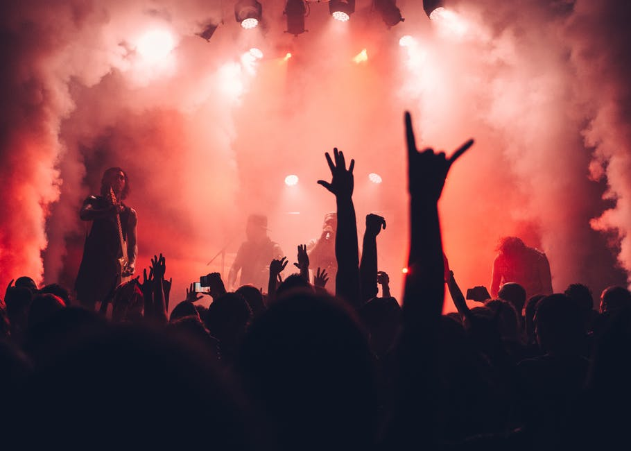 7 key benefits of attending live music concerts