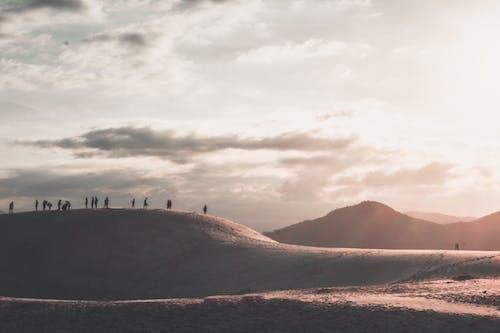 คลังภาพถ่ายฟรี ของ salfie, ดวงอาทิตย์, พระอาทิตย์ขึ้น, ภูเขา