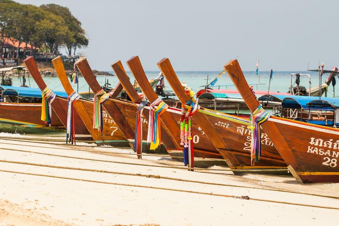 água, areia, barcos