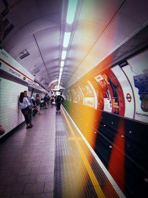 Δωρεάν στοκ φωτογραφιών με Άνθρωποι, μετρό, προπονούμαι, σήραγγα