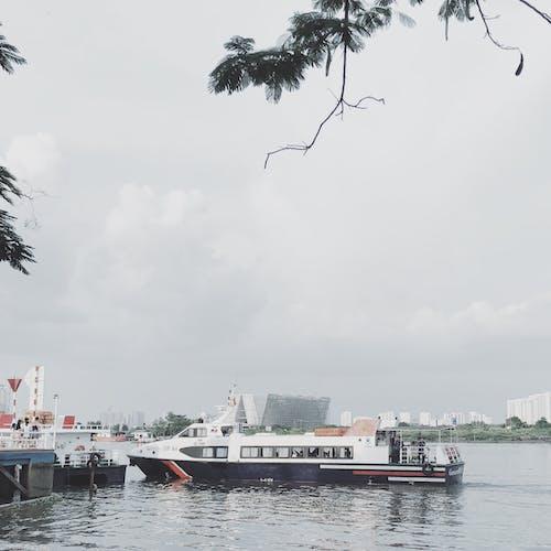 Foto profissional grátis de barco, céu, cidade, espaço
