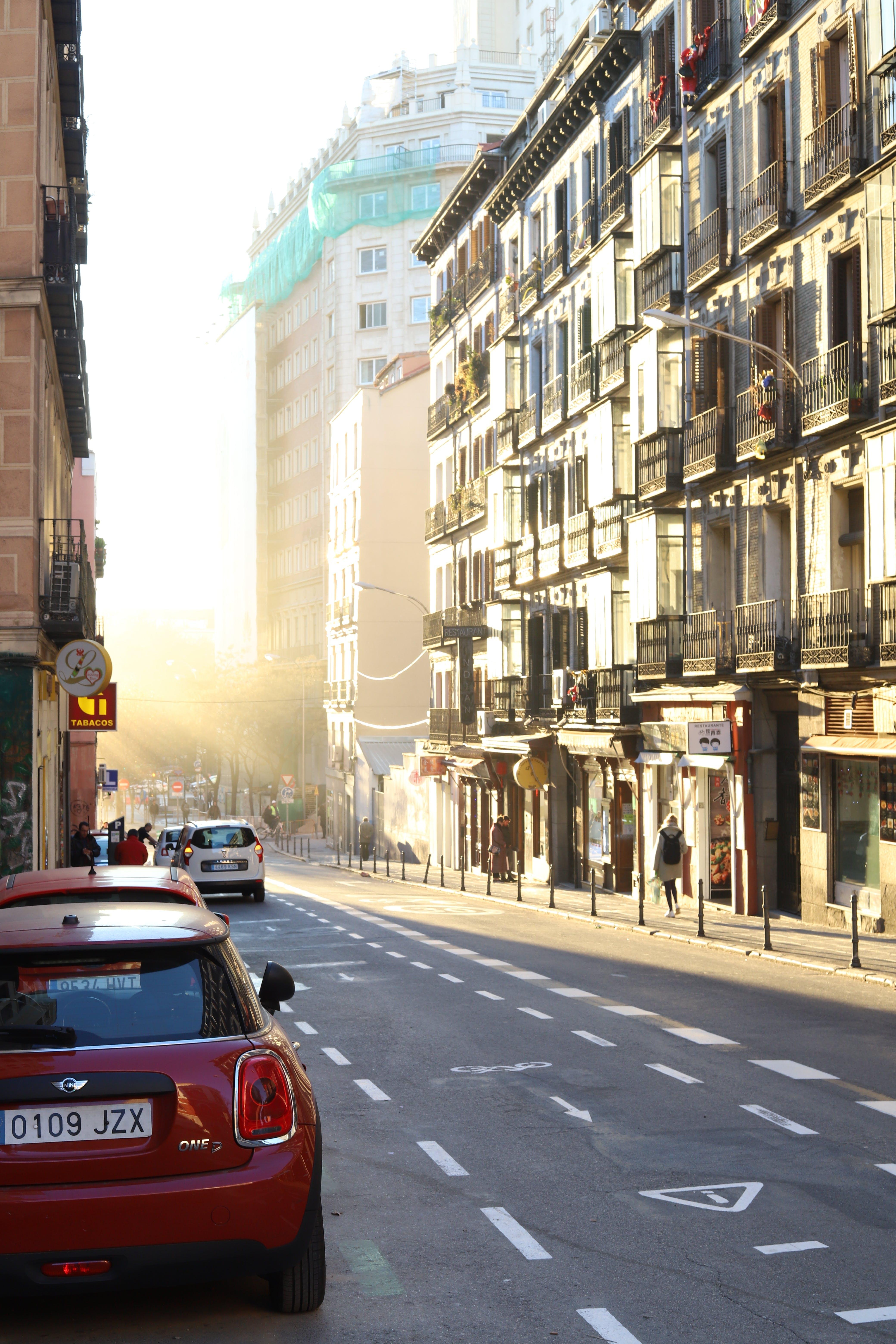Fotos de stock gratuitas de bonito, calle, carretera, coches