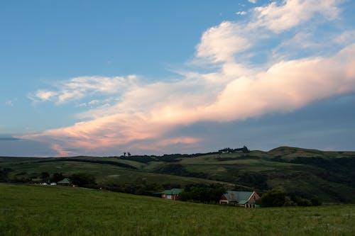 Fotobanka sbezplatnými fotkami na tému farma, hory, hracie pole, orná pôda