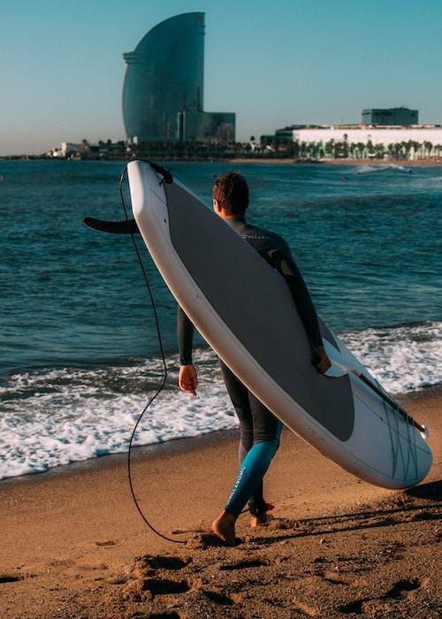 모래, 바다, 사람, 서퍼의 무료 스톡 사진