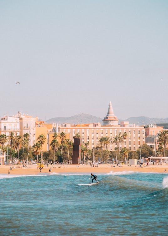 берег моря, будівлі, відпочинок