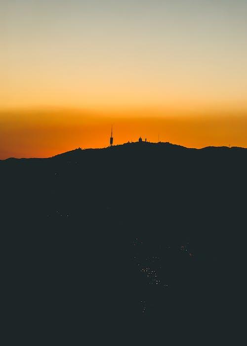 Бесплатное стоковое фото с вечер, гора, закат, золотое солнце