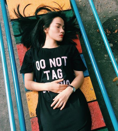 강철봉, 거리, 검정 드레스, 공원의 무료 스톡 사진