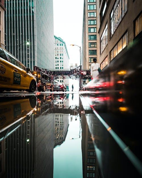 arabalar, Kent, kentsel, şehir merkezi içeren Ücretsiz stok fotoğraf