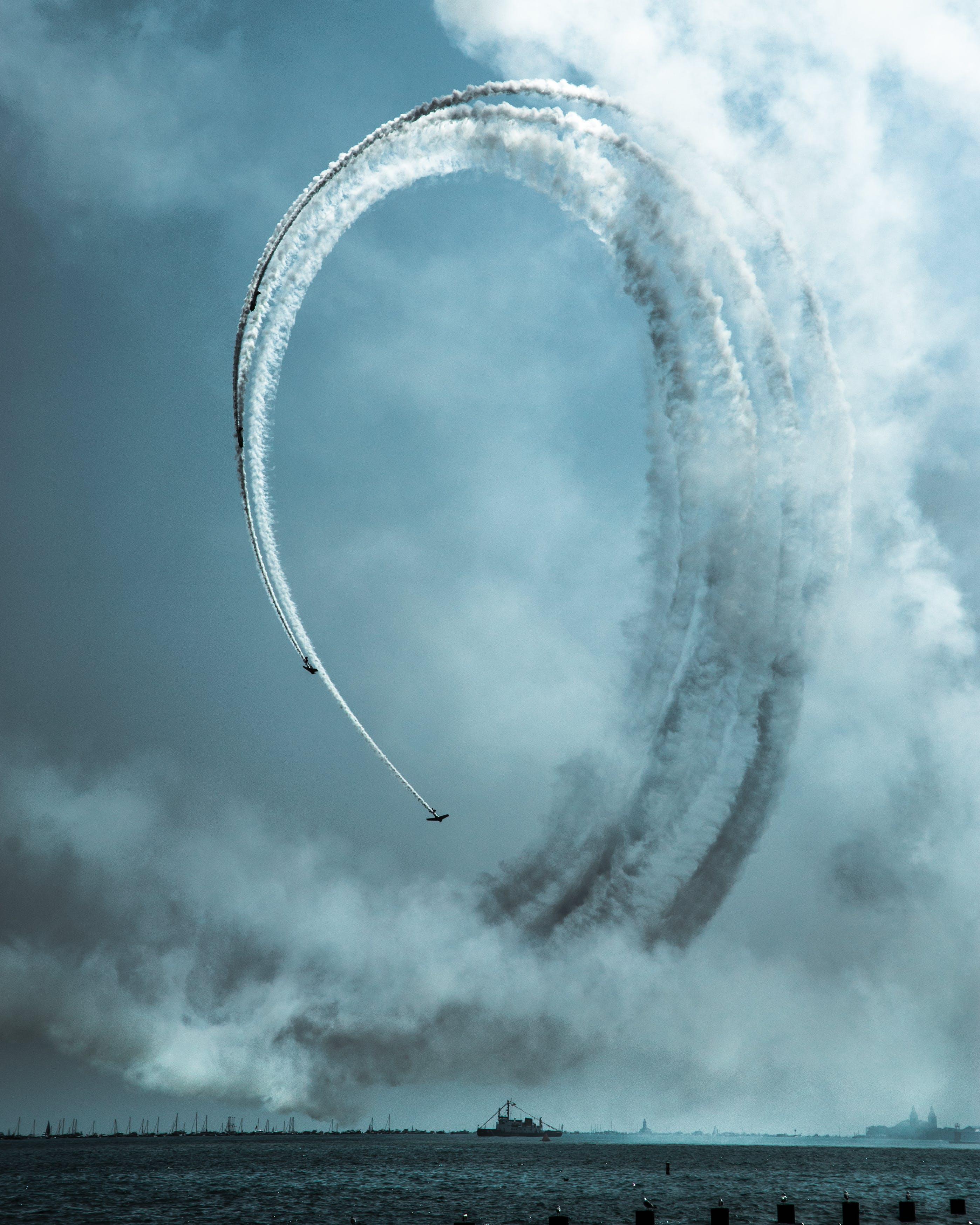 Δωρεάν στοκ φωτογραφιών με αεροπλοΐα, αεροπορική επίδειξη, αεροσκάφη, ίχνη συμπύκνωσης