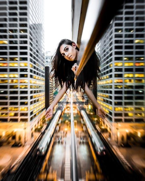Безкоштовне стокове фото на тему «автомобілі, архітектура, будівлі, вулиці»