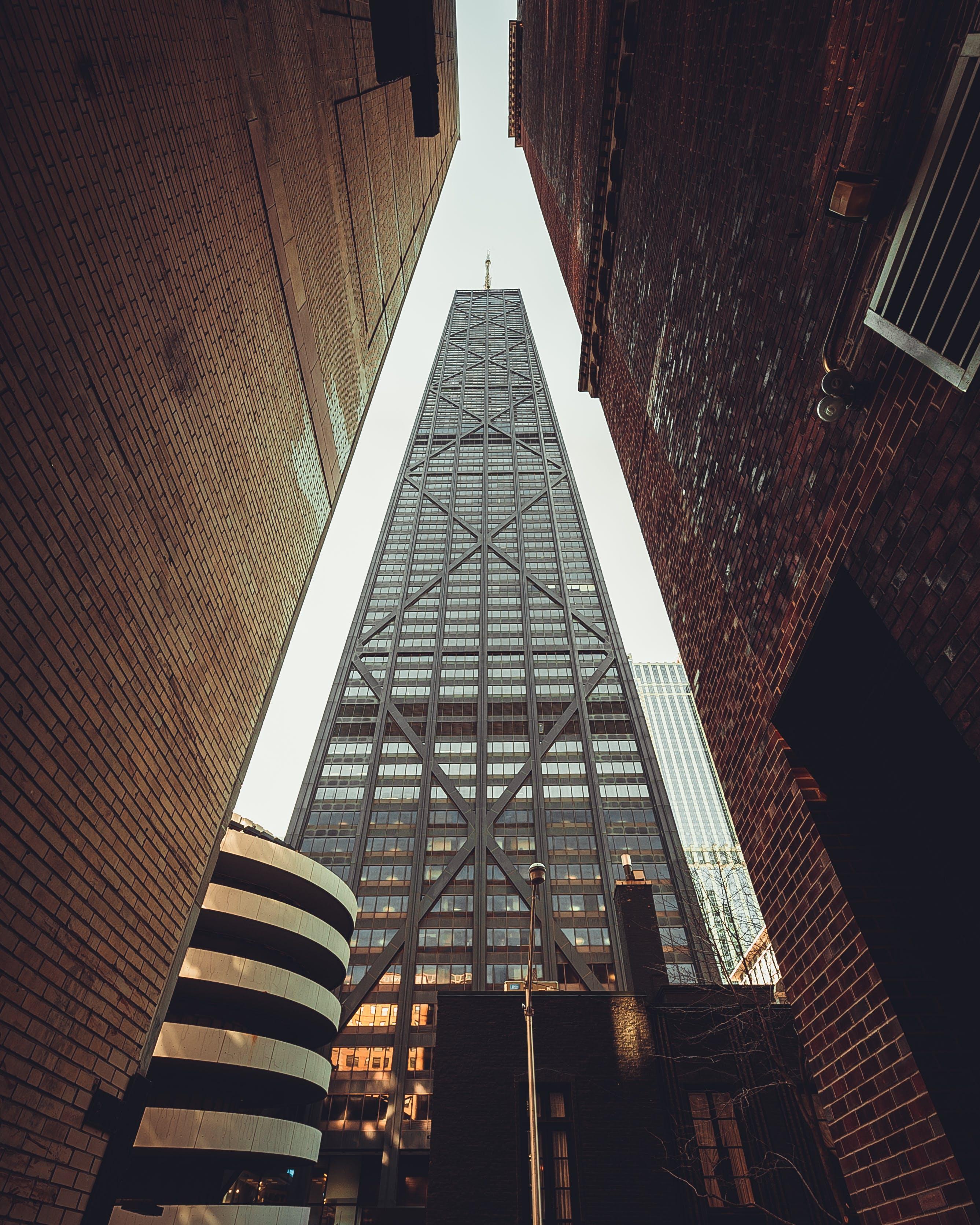 Foto stok gratis Arsitektur, Arsitektur modern, bangunan, bidikan sudut sempit