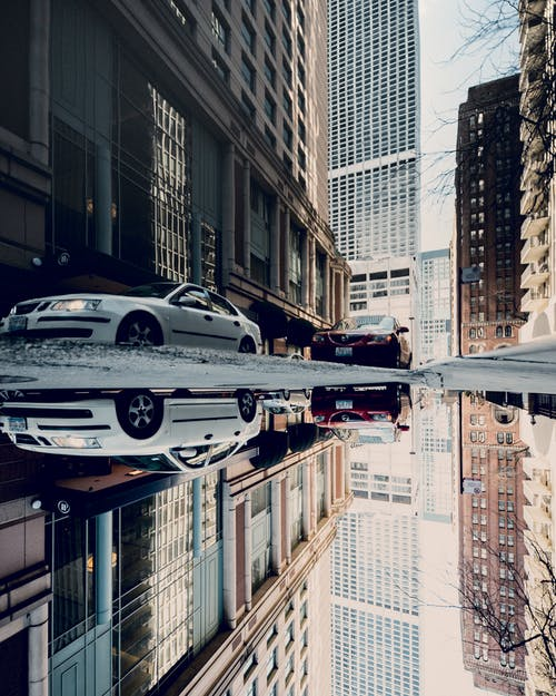 arabalar, araçlar, binalar, Kent içeren Ücretsiz stok fotoğraf