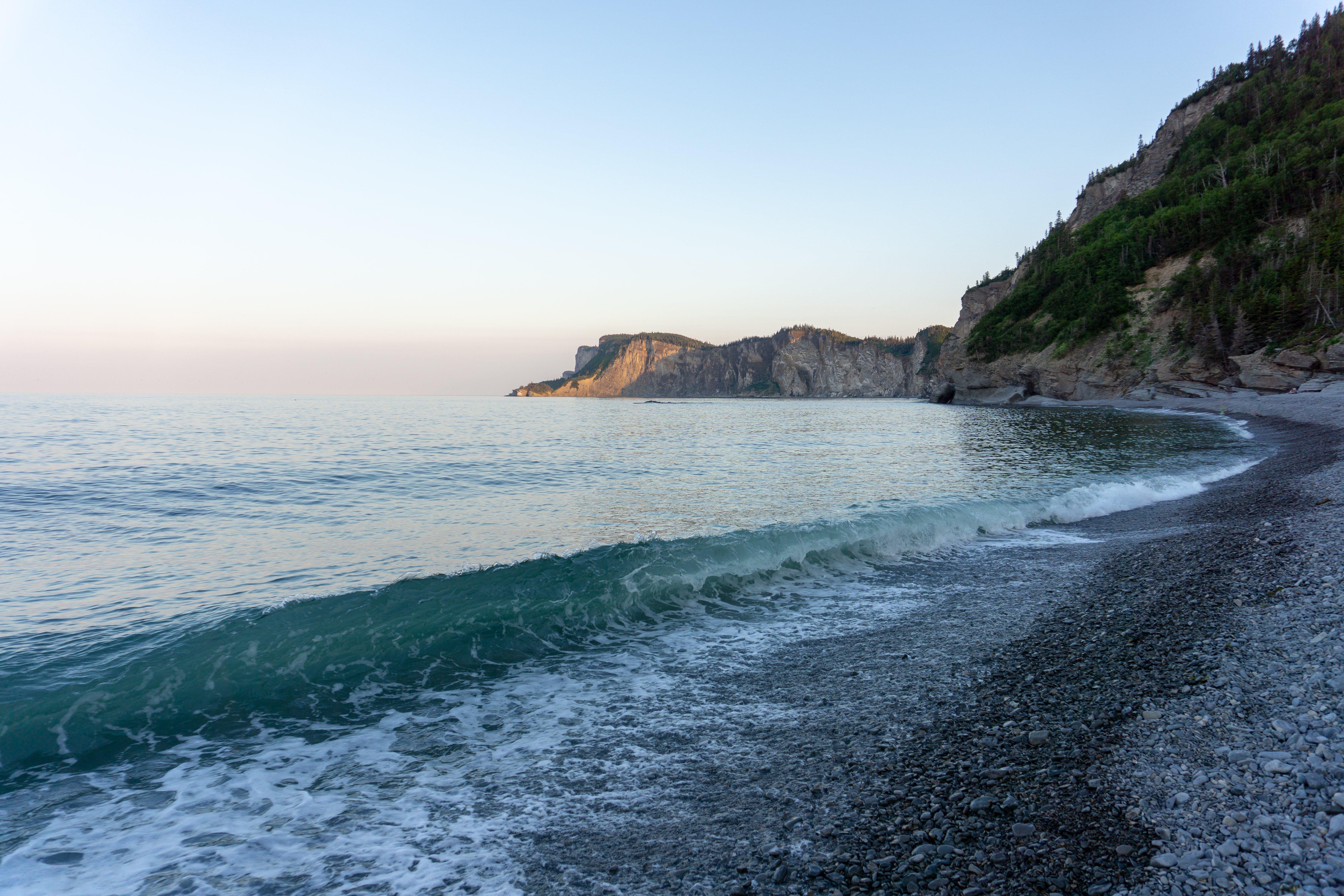 deniz, deniz manzarası, kayalık sahil, manzara içeren Ücretsiz stok fotoğraf