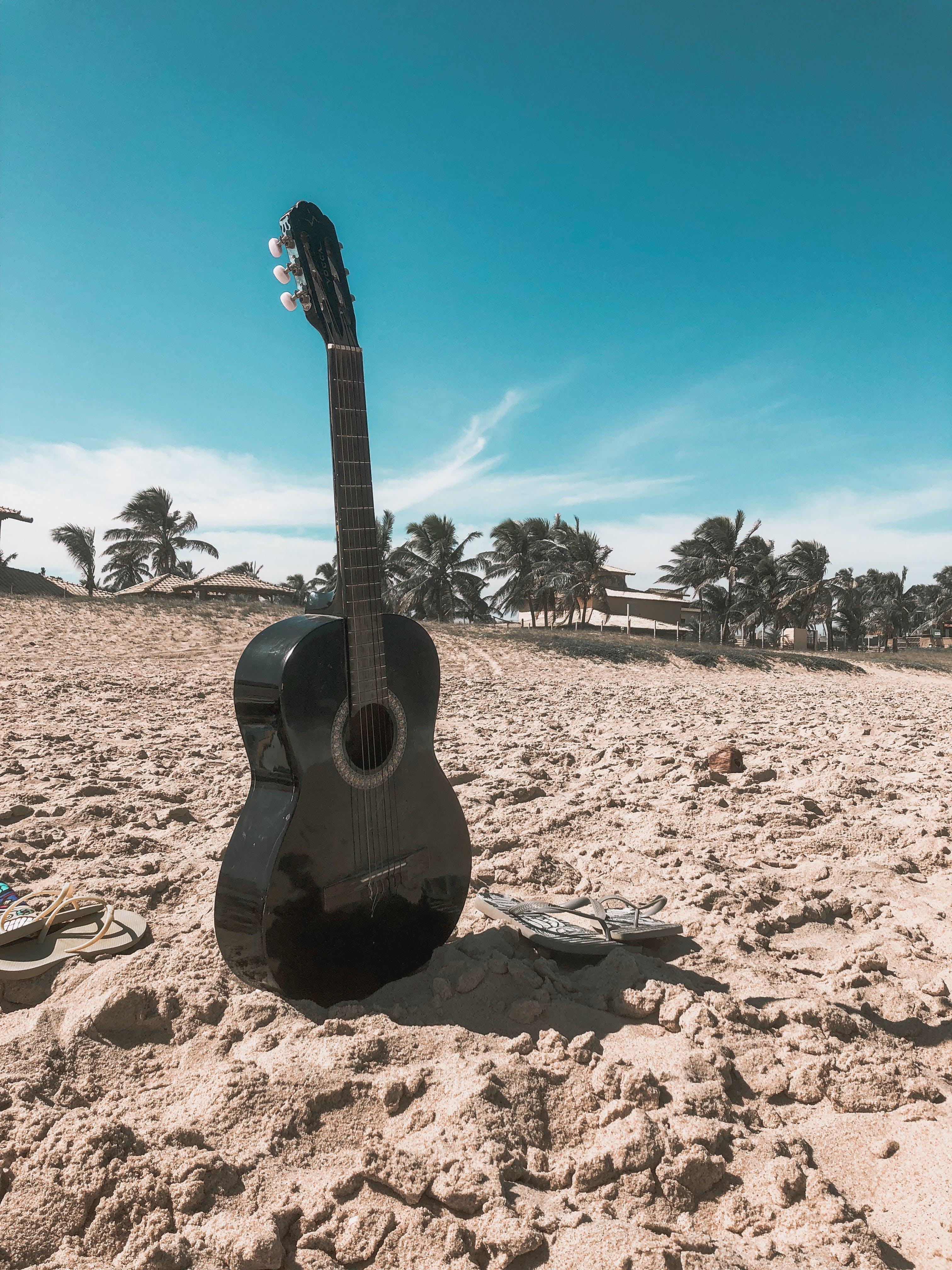 Gratis lagerfoto af guitar, musikinstrument, sand, strenginstrumenter