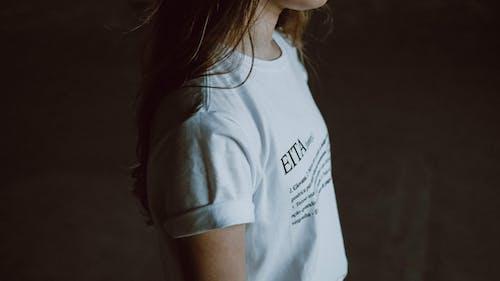 Белая рубашка с круглым вырезом