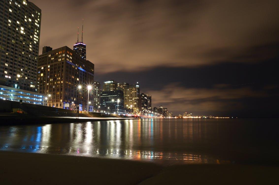 березі озера, міський пейзаж, нічна фотографія