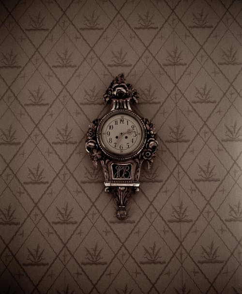 Reloj De Pared Analógico Con Marco Plateado