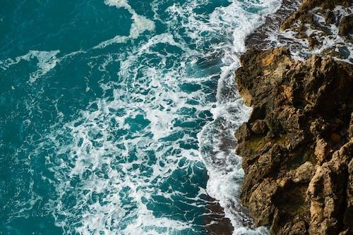 Darmowe zdjęcie z galerii z czysty, fale, formacja skalna, krajobraz