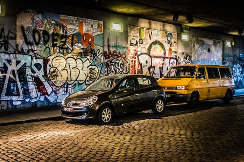 Gratis arkivbilde med biler, graffiti, hdr, under broen