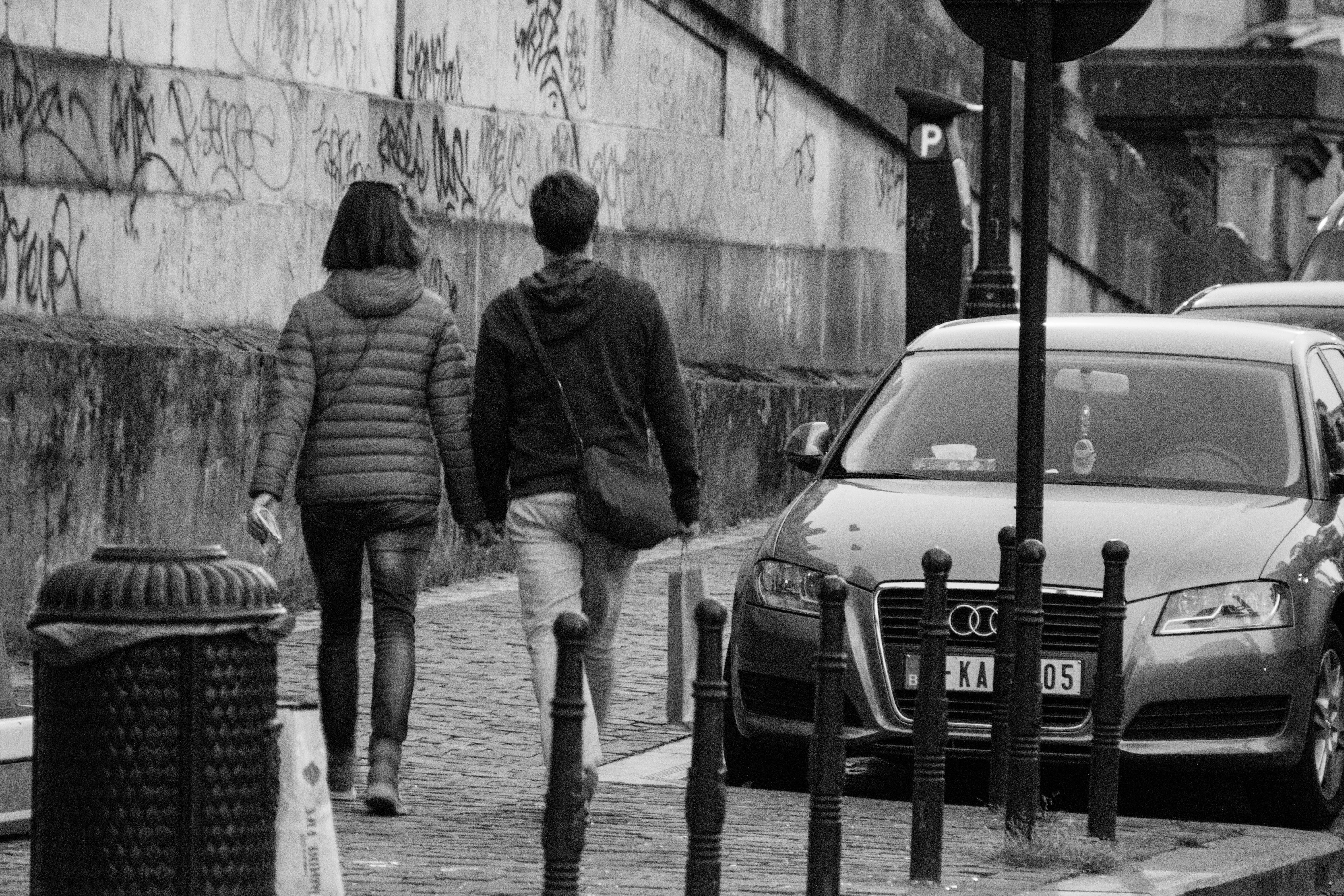 Základová fotografie zdarma na téma b / w, dvojice, streetphotography