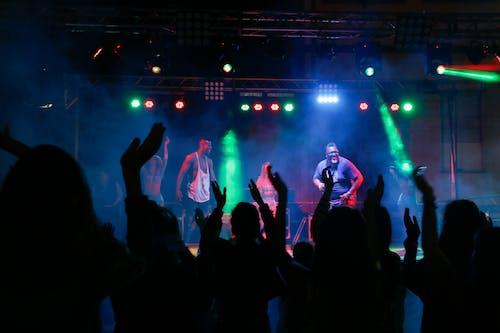 Základová fotografie zdarma na téma dav, hudba, kapela, koncert
