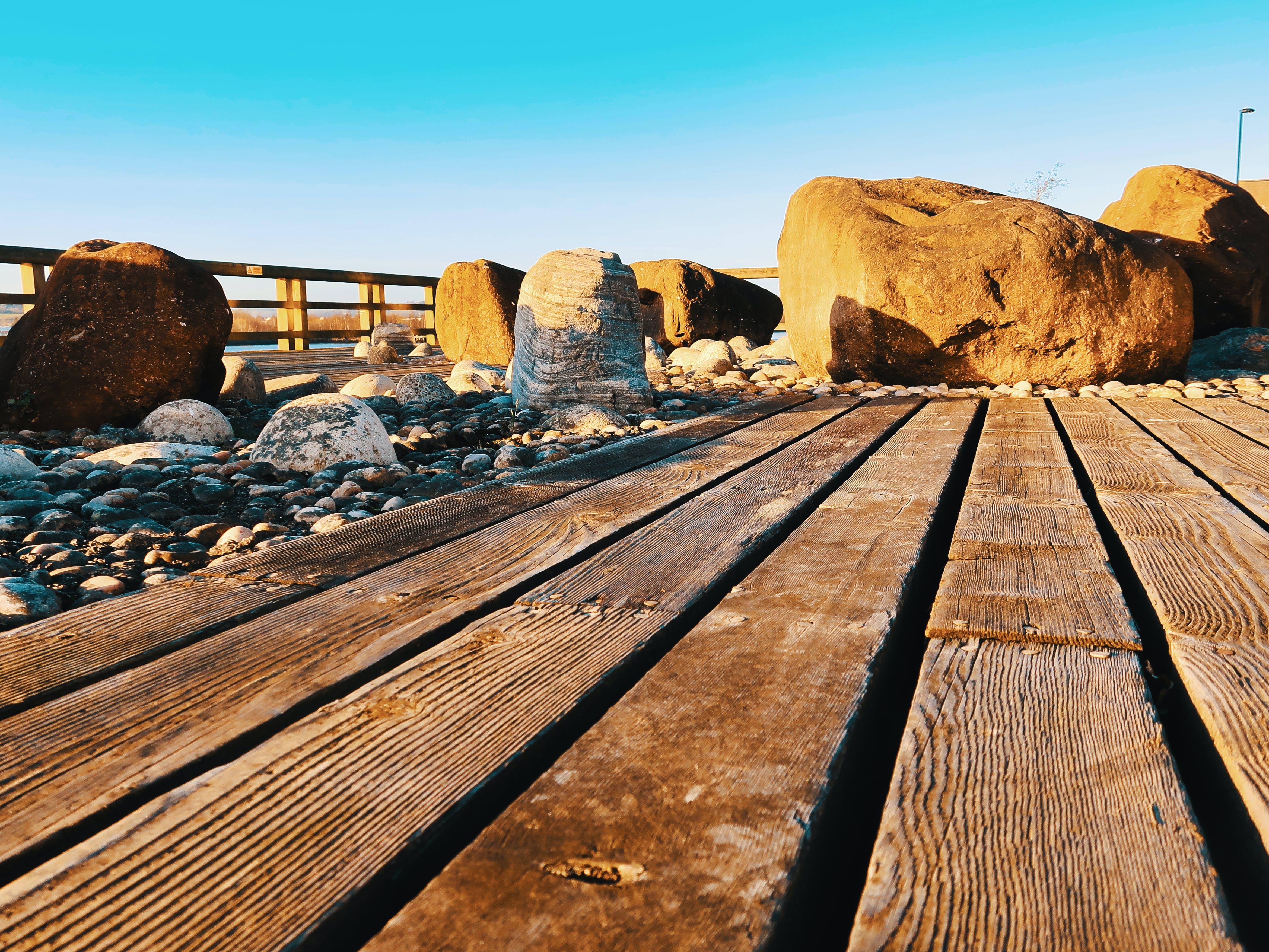 Foto profissional grátis de cerca, litoral, madeira, pedras