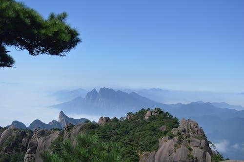 Foto stok gratis alam, gunung berbatu, indah, kabut