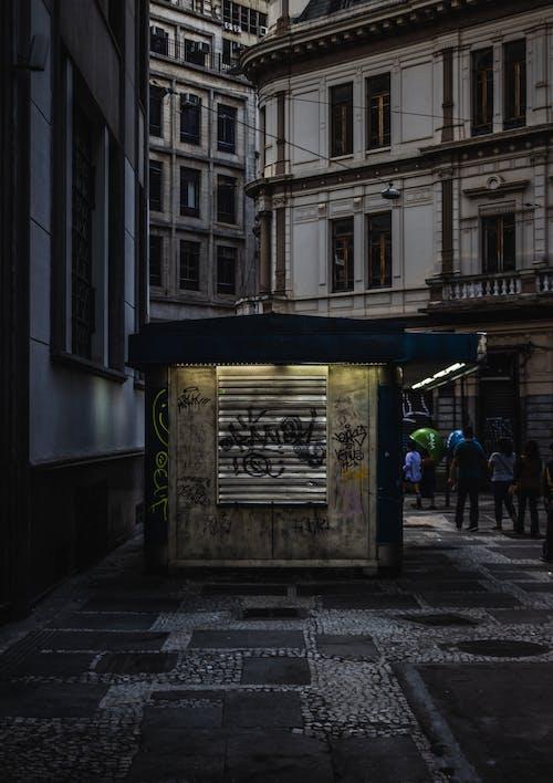 Gratis stockfoto met achtergelaten, architectuur, buitenkant, commercie