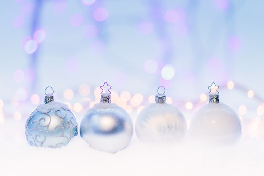 Kostenloses Stock Foto zu winter, weihnachten, weihnachtskugeln, weihnachtsdekorationen