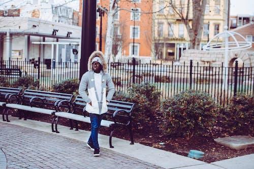 Ingyenes stockfotó fekete ember, Férfi, járda, pad témában