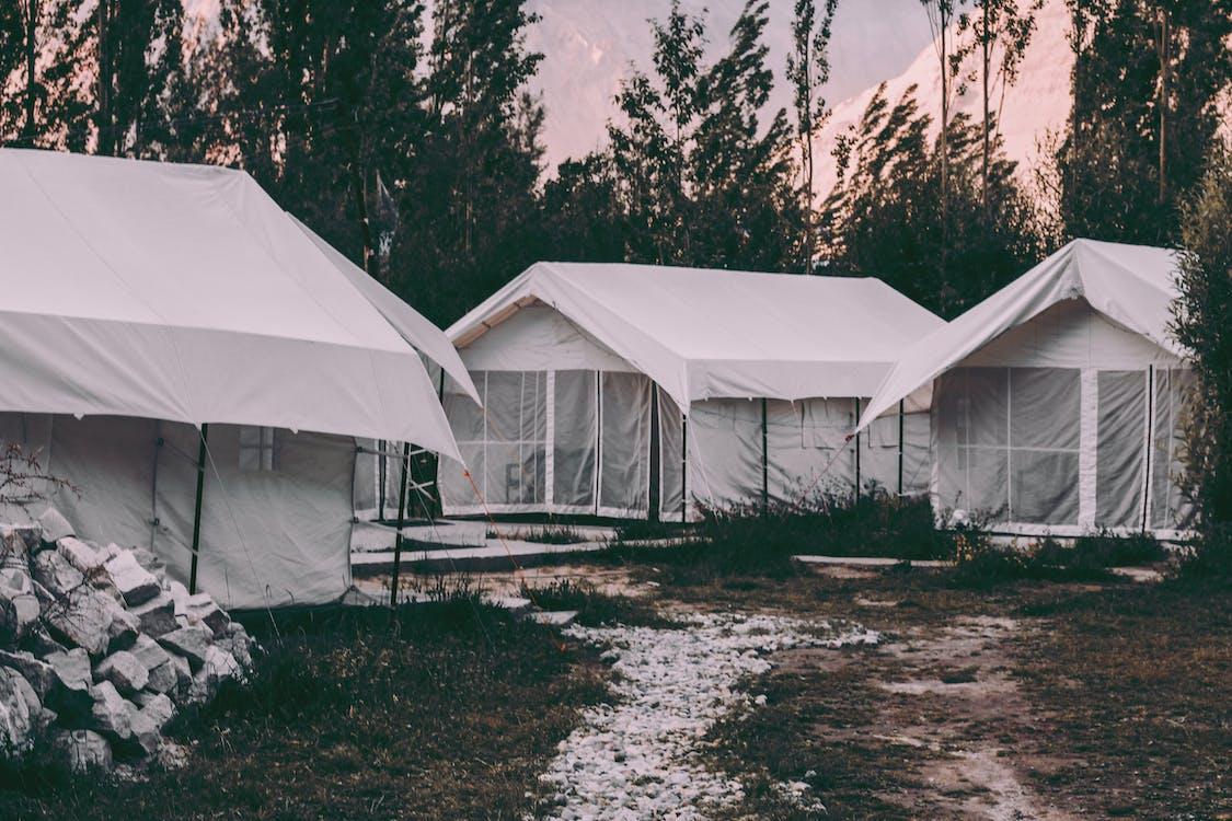 acampamento, área de camping, barracas