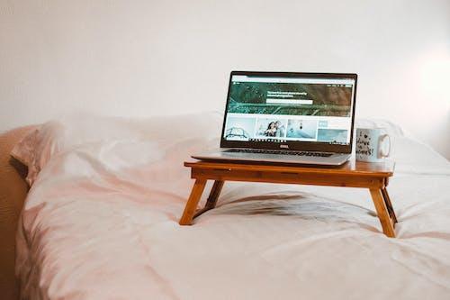 Pexels 圖庫, 床, 筆記本電腦, 臥室 的 免费素材照片