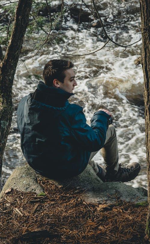Бесплатное стоковое фото с вода, зеленый, модель, мужчина