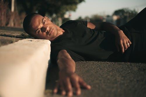 Fotobanka sbezplatnými fotkami na tému černoch, cesta, chodník, človek