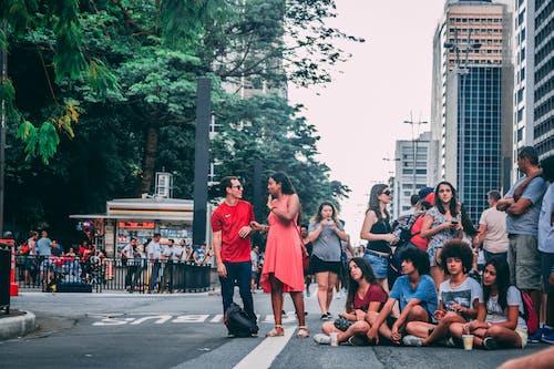 Foto stok gratis grup, jalan, kerumunan orang, kota