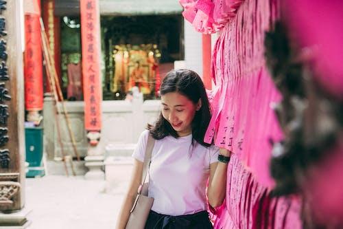 Kostenloses Stock Foto zu asiatin, asiatische frau, asiatische person, draußen