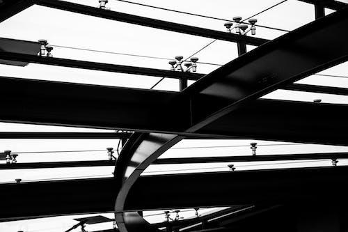 Základová fotografie zdarma na téma čáry, černobílá, drát, dráty